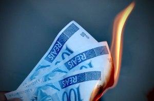 queimando-dinheiro